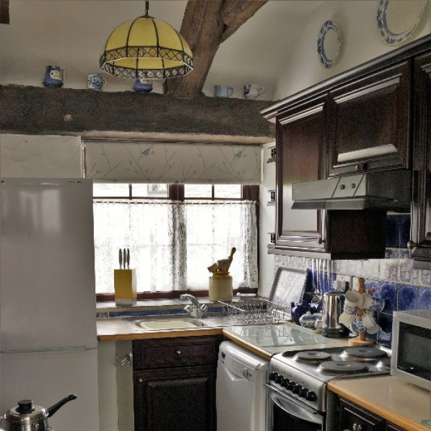 Fully Equipped Cottage Kitchen in Badgers Sett Holiday Cottage near Newquay Cornwall